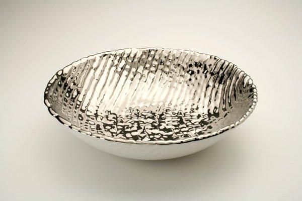Ciotola in ceramica foggiata a colombino diritto, finitura platino