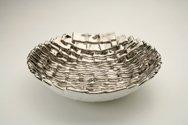 Ciotola in ceramica foggiata a rettangoli, finitura platino