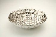 Ciotola in ceramica foggiata a rettangoli traversi, finitura platino