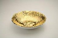 Ciotola in ceramica foggiata a colombino mosso, finitura oro