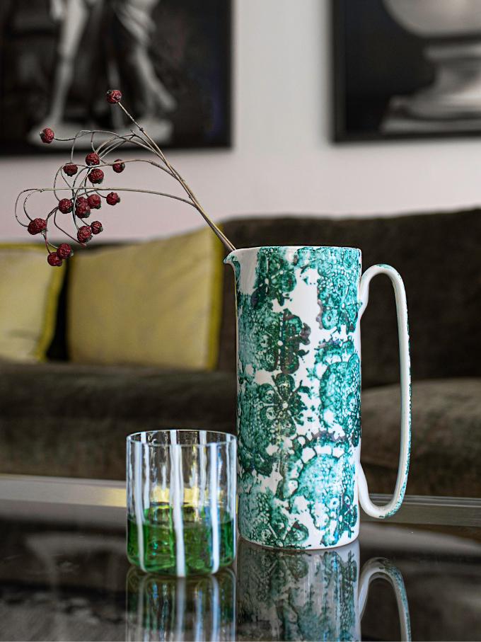 Caraffa Serlio in ceramica decorata con pizzo verde salotto Alpes Inox Negozio