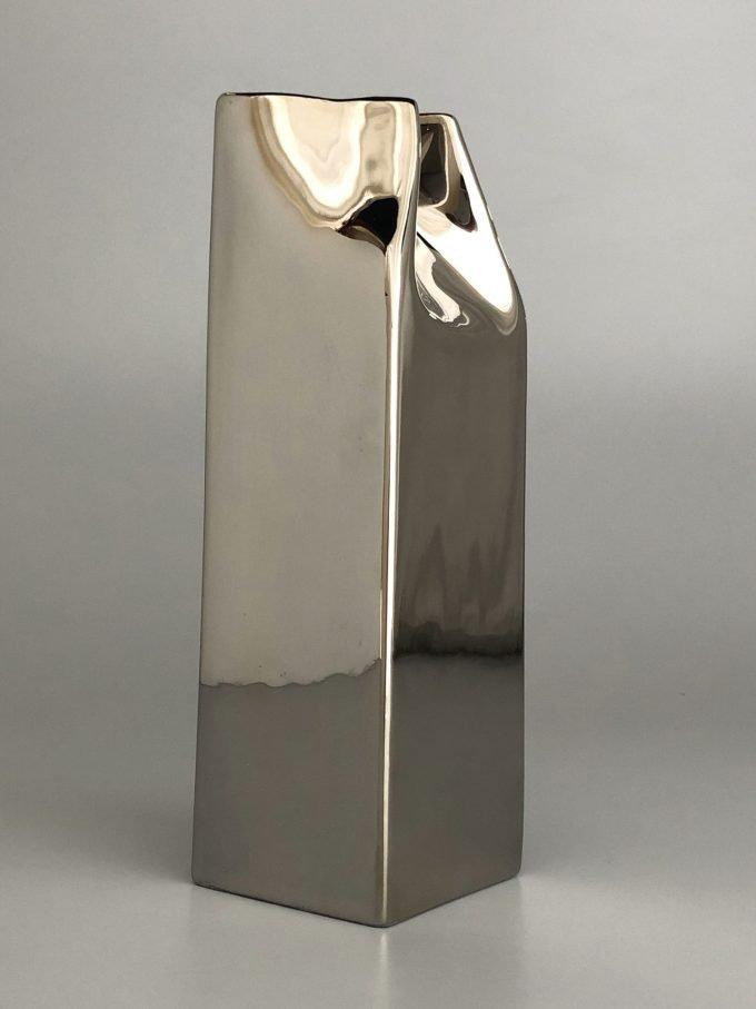 Cartoccio del latte in ceramica platino