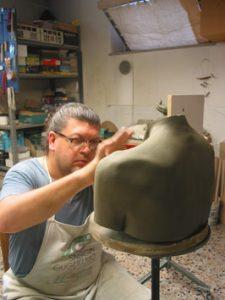 Modellazione appendiabiti schiena in ceramica