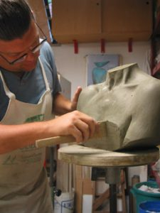 Lavorazione appendiabiti Tergo in ceramica