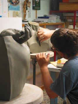 Lavorazione appendiabiti in ceramica in Terzo Fuoco Tergo - ceramica modellata manualmente