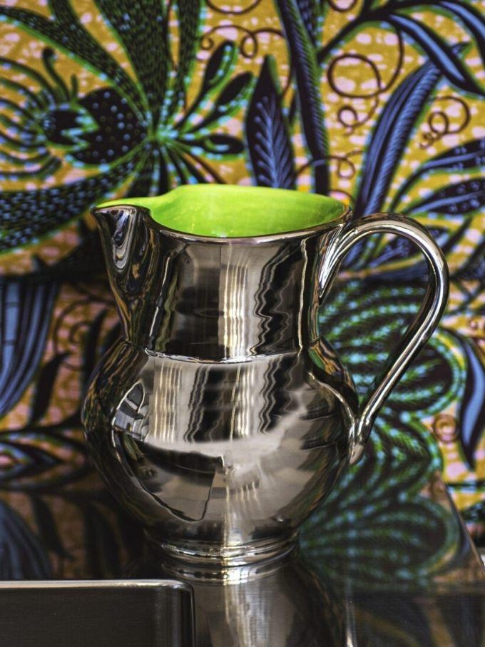 Caraffa Palladio in platino e smalto verde ceramica tornita a mano e decorata a pennello