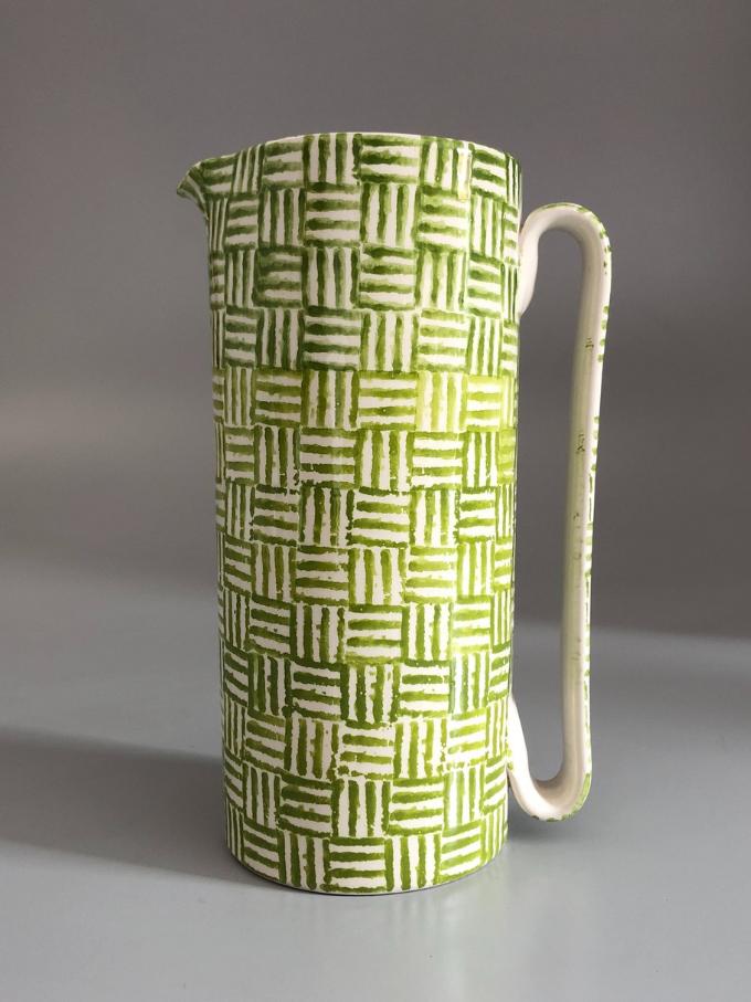 """Caraffa in ceramica, cilindrica """"Serlio"""", decorata in spugna, motivo """"Quattro righe"""" verde chiaro"""